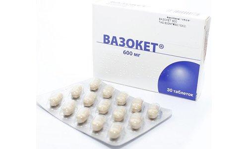 Вазокет выпускается в таблетированной форме по 600 мг, таблетки препарата продолговатые, светло- или серо-желтого цвета с разделительной линией