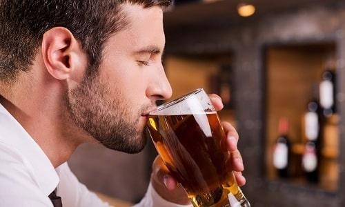 Алкоголь не только замедляет восстановление простаты, но и является провоцирующим фактором развития заболевания
