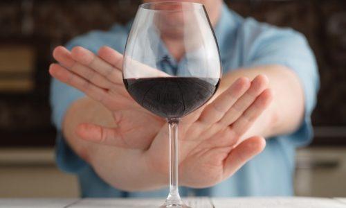 Во время проведения лечебных мероприятий требуется отказаться от употребления алкоголя