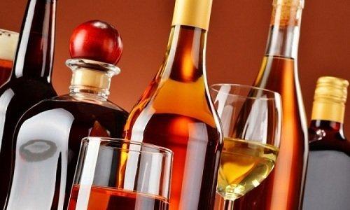 Любой алкоголь усиливает неблагоприятные побочные реакции в ходе применения данного лекарства
