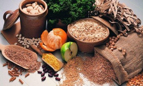 Больным с запорами следует употреблять больше продуктов, богатых балластными веществами и натуральной клетчаткой