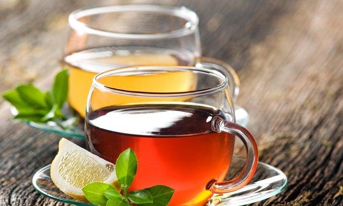 Перед применением глазной мази глаз промывается физиологическим раствором или крепко заваренным черным чаем без добавок
