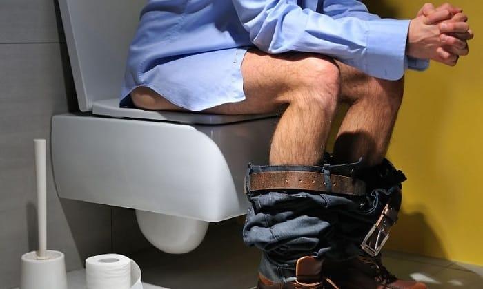 В случае избыточного применения бифидобактерий, их излишек выводится из организма с калом