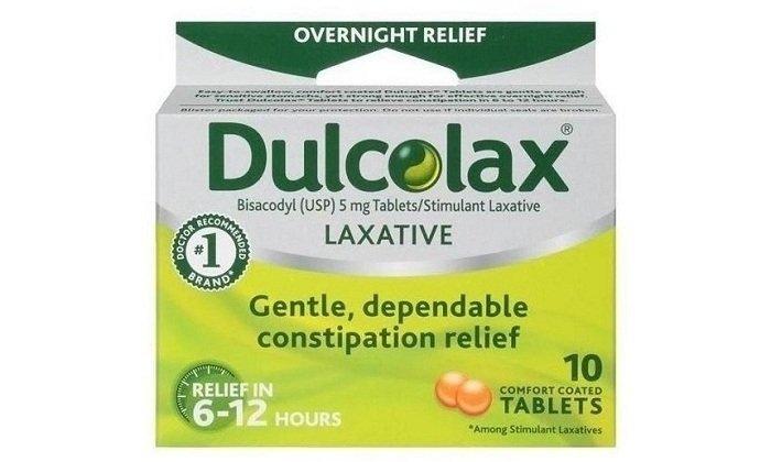 После приема внутрь таблетки Дульколакс транзитом проходят в толстый кишечник, где растворяется их оболочка