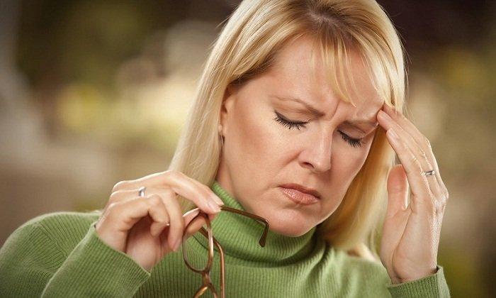 При передозировке может начаться мигрень, головокружение, слабость