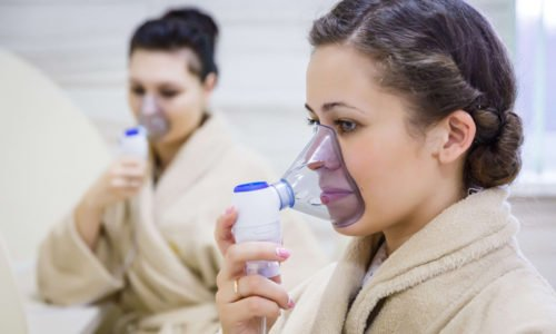 Орошение дыхательных трубок раствором производится при помощи небулайзера