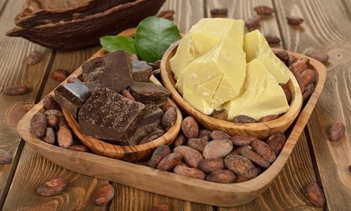 Лечебное вещество можно приготовить, смешав прополис с маслом какао