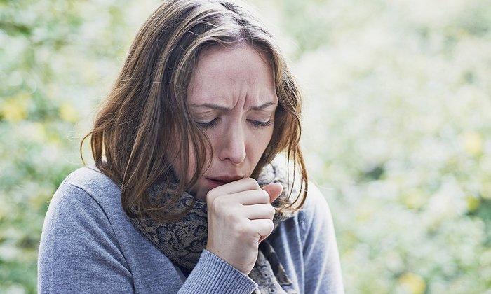 Соду применяют во время заболеваний дыхательных путей, сопровождаемых тяжелым сухим и влажным кашлем