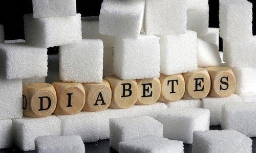 Нормолакт с осторожностью нужно принимать людям, которые страдают от сахарного диабета