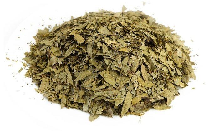 Листья сенны, входящие в состав препаратов, стимулируют кишечную перистальтику и вызывают мягкий слабительный эффект