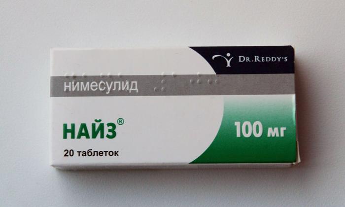 Если острую фазу геморроидальной болезни сопровождает повышенная температура, интоксикация и ухудшение самочувствия можно принять Найз
