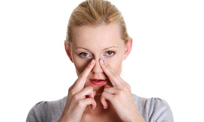 При заложенности носа можно закапывать вазелиновое масло