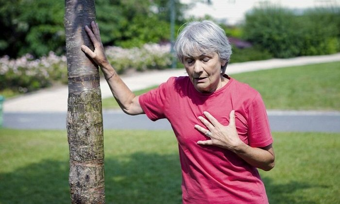 Побочным эффектом при приеме Магнезии может быть аритмия на фоне артериальной гипотензии, одышка
