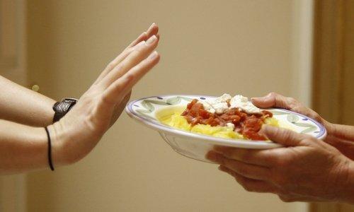 Не рекомендуется принимать средство вместе с пищей, потому что так оно хуже усваивается