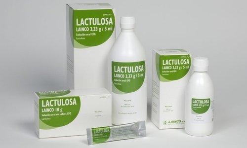Лактулоза помогает наладить работу кишечника, избавляет от запоров, облегчает течение геморроя