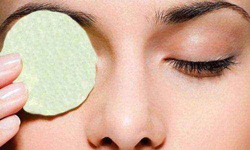 Для лечения глаз используют водный отвар, приготовленный из 2 ст. л. сбора трав, заливая из 0,5 л крутого кипятка и настаивая смесь около 20 минут