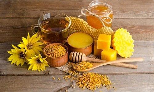 Продукты, производимые пчелами, обладают лечебным действием благодаря полезным элементам, которые находятся в организме насекомых