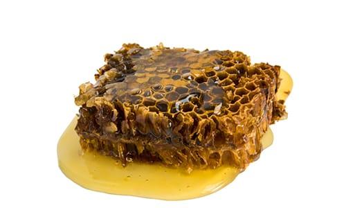 Пчелиный подмор при простатите иногда используют вместе с другими продуктами пчеловодства, например прополисом