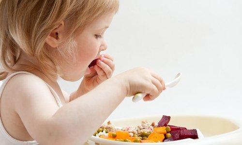 Детям преддошкольного возраста нужно смешивать содержимое капсулы Йогулакта с едой