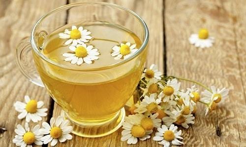 Для лечения воспаления женской урогенитальной системы используют ромашковый чай