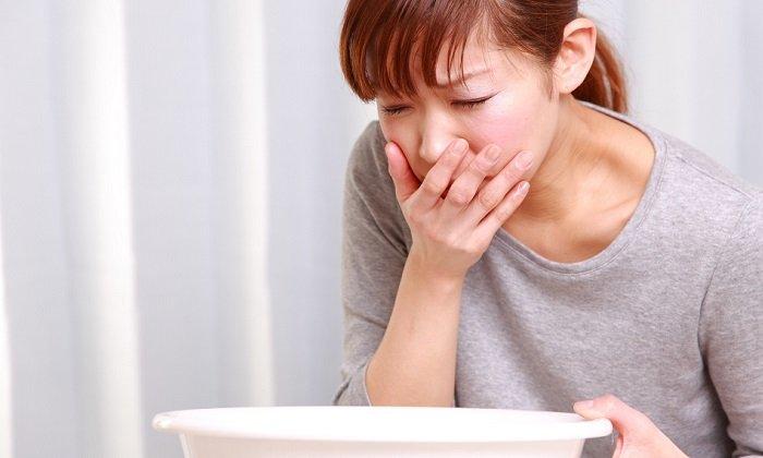 Существенное превышение дозировки чаще возможно при приеме внутрь капсул. В данном случае возможны тошнота и головная боль, гиперемия кожных покровов