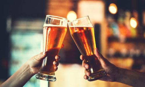 Причиной кровоточивости из прямой кишки может быть употребление алкоголя