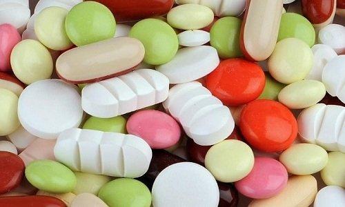 При совместном использовании препарат помогает эффективно усваивать антибиотики, жирорастворимые витамины и сульфаниламиды