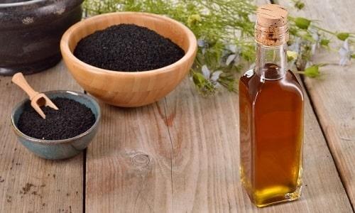 После снятия банок инфицированную кровь удаляют, а надрезы обрабатывают маслом тмина