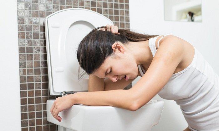 Побочным симптомом при приеме лекарства может быть рвота и тошнота