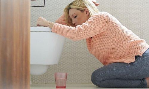 При передозировке Бифидумбактерина можно столкнуться с таким неприятным симптомом, как рвота