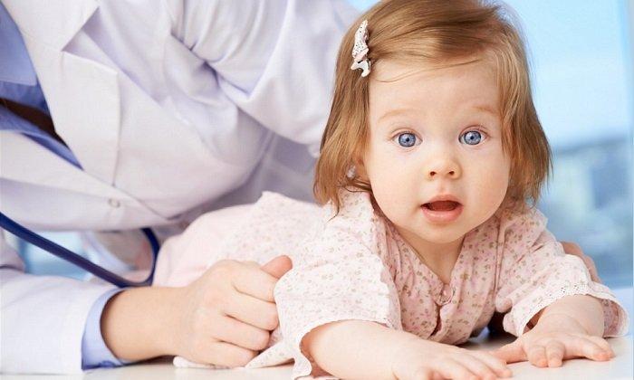 Первые 2 года жизни Троксевазин детям не назначают. После использовать препарат следует с осторожностью, внимательно отслеживая состояние ребенка