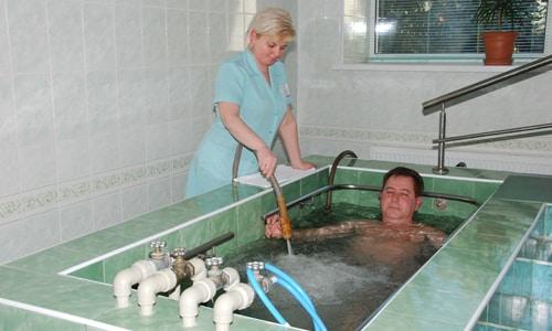 При простатите горячую ванну принимают в комплексе с медикаментозной терапией