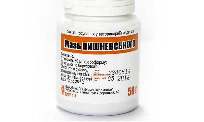 Мазь Вишневского (линимент бальзамический) - состоит из ксероформа (обеззараживающего вещества), березового дегтя (усиливающего кровообращение), касторового масла (способствующего проникновению лечебных веществ внутрь)