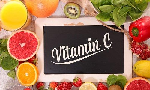 При совместном использовании Троксевазина с Аскорбиновой кислотой (витамин С) усиливается ангиопротекторное и репарантное действия препарата