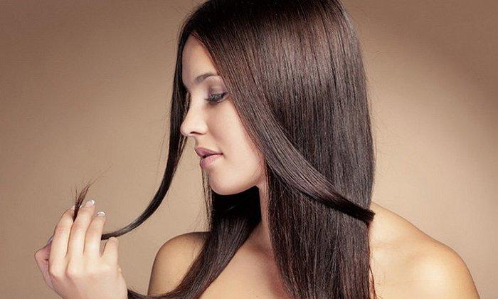 Раствор ретинола ацетата используется для укрепления фолликул и нормализации работы сальных желез кожи головы, а также с целью предотвратить сечение кончиков волос
