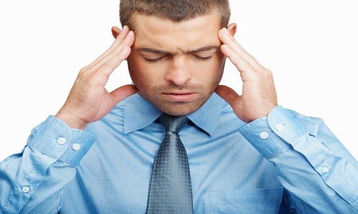 В редких случаях препарат может вызывать головные боли
