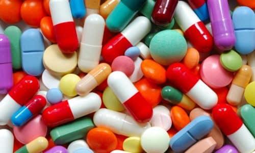 Сразу же после того, как мужчина приходит в себя, назначают антибиотики, нестероидные противовоспалительные средства и обезболивающие медикаменты