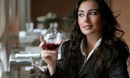 Взаимодействие с алкоголем не изучено, поэтому во время курса лечения от его употребления нужно воздержаться