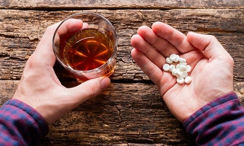 Почти все препараты для потенции запрещается совмещать с алкоголем