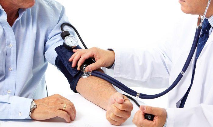 Возможные неблагоприятные реакции со стороны сердечно-сосудистой системы: повышение артериального давления