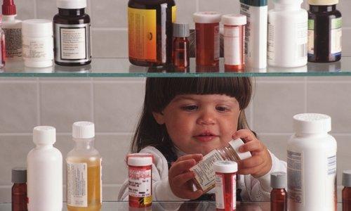 Лекарство нужно хранить в темном, недоступном для маленьких детей месте