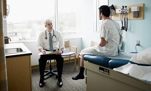 При малейшем проявлении дискомфорта мужчина должен обратиться к специалисту и пройти курс диагностики