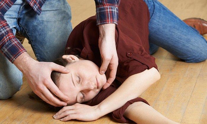 Симптомами превышения дозы лекарственного средства являются судороги, потеря сознания вплоть до коматозного состояния