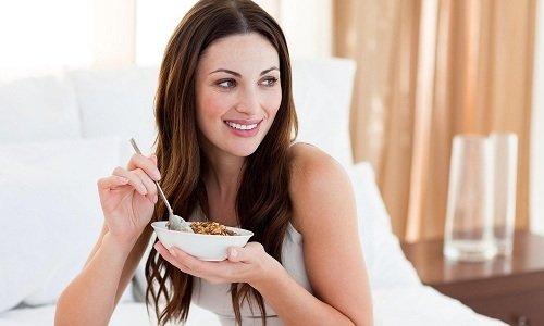 Принимают таблетки во время еды в течение рекомендуемого курса лечения - 2 недель