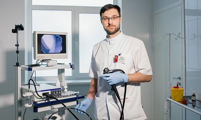 Перед диагностикой толстого кишечника дают Макрогол 4000, когда процедура проходит с использованием таких медицинских методов, как колоноскопия и гастроскопия