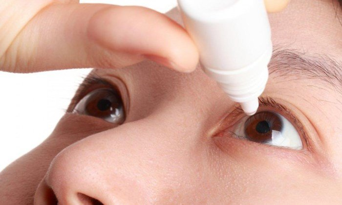 При конъюнктивите в глаза закапывают раствор 0,1-0,5% ZnSO4