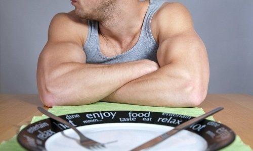 До обследования или оперативного вмешательства твердая пища запрещена