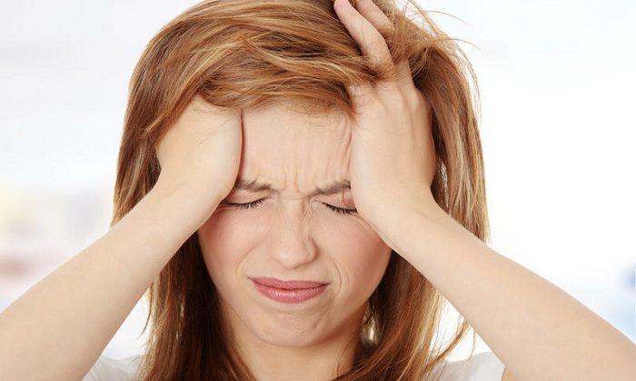 В редких случаях возможно появление головной боли