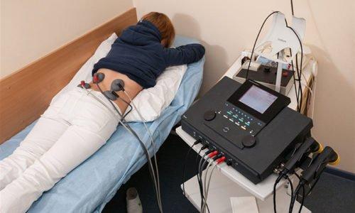 Также возможен электрофорез с местным анестетиком, а также обезболивание больного сустава блокадой