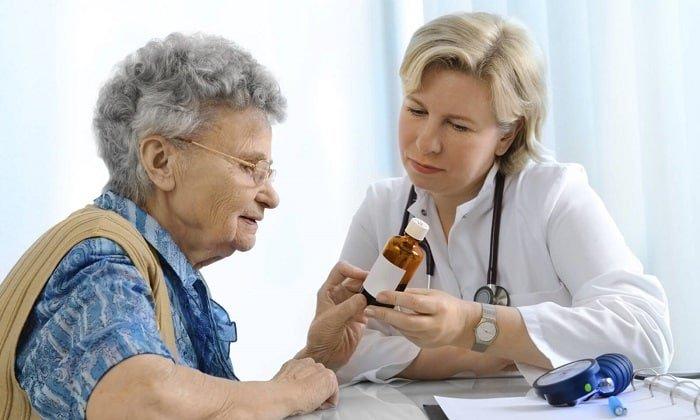 Папаверин с осторожностью принимают препарат в пожилом возрасте